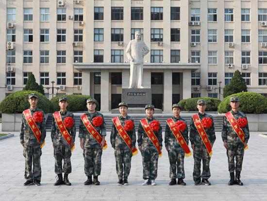 左起:胡一帆,蔚晨阳,阿斯哈尔·努尔太,王晗,贾岚珺,戴蕊,李业广,董旭东