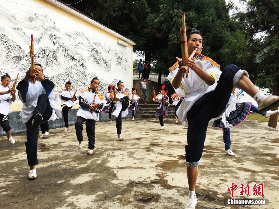 贵州赫章:民族文化传承从娃娃抓起