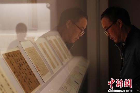 """上海博物馆""""游艺·初回""""用评弹演绎文物"""