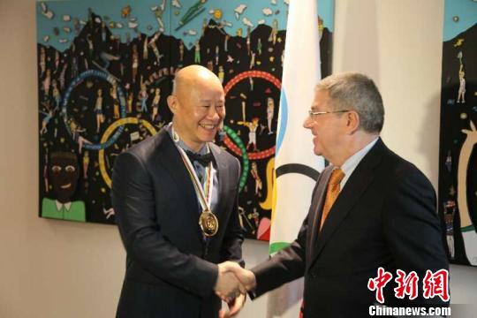 国际奥委会授予中国紫砂艺术大师吕俊杰顾拜旦奖