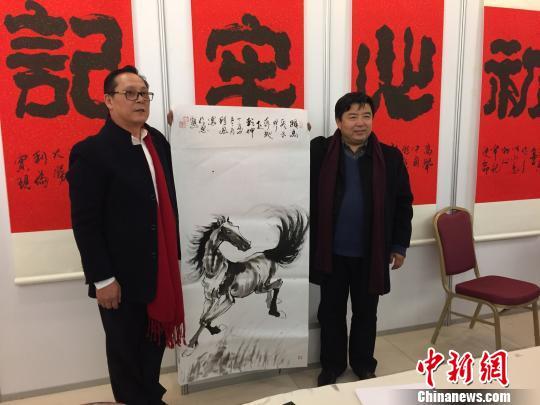 京沪两书画家挥毫泼墨迎新春