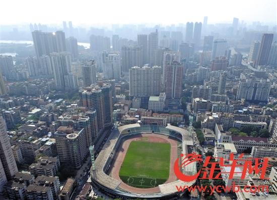 现时广东省人民体育场,远处是珠江