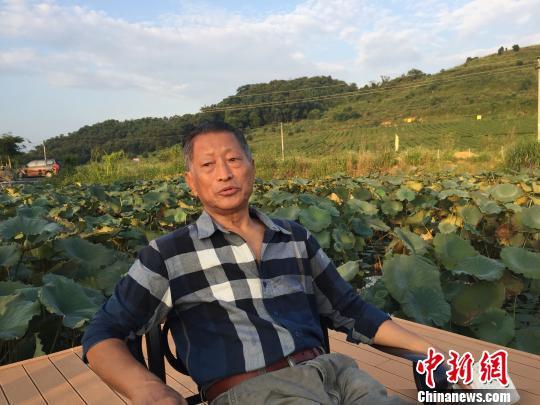 邵增虎接受记者采访时表示,虽然年纪大了但创作的欲望还没有熄灭。 李凌 摄