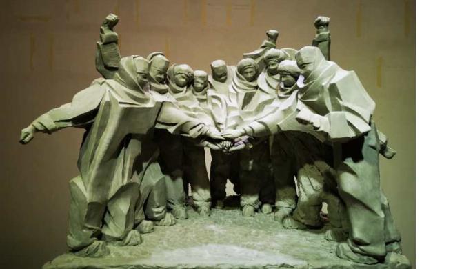 雕塑《壮歌》与《等你归来》赏析